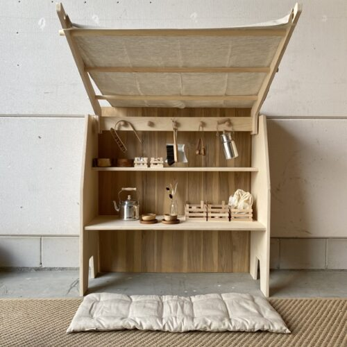 SHIZU playstand with hanging knobs